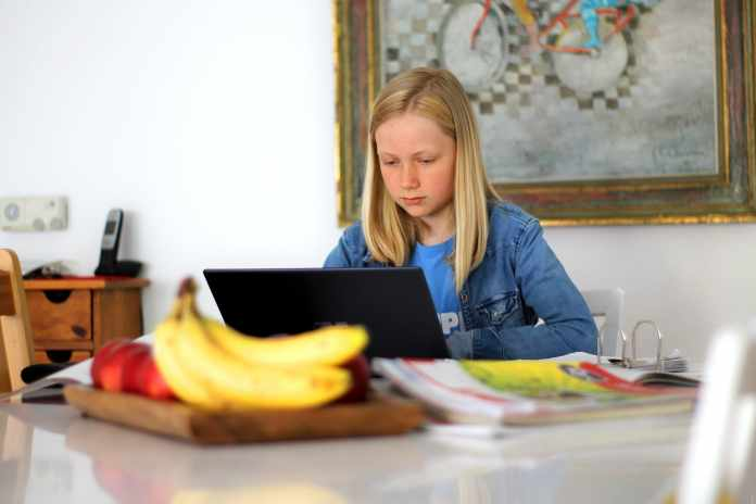 in person learning vs online learning: understanding for parents
