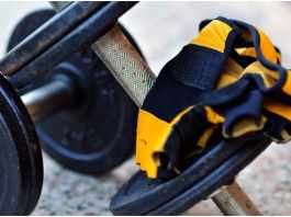 Using gym training gloves